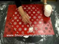 Covering a cake with impression mat