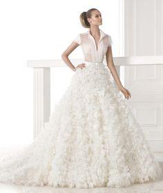 Trajes de novia dos piezas: ¡Una de las principales tendencias del 2015! #vestidosdenovia #tendencias #bodas #Pronovias2015 #moda