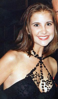 Actress Kellie Martin was 19 years-old when she lost her sister to #lupus. Now, she gives advice for families dealing with the disease. (Parent Herald: Jul 16, 2013)