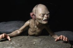 1/4 scale figure Gollum is a limited edition item.