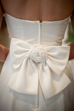 bow detail! #LillyPulitzer #SouthernWeddings