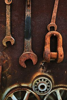 Home improvement tip: To clean rust off tools (or anything else), soak the rusted part in hot vinegar. For large surfaces like a hand saw, wrap the metal in paper towels soaked with vinegar.