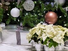 Christmas Tree & Gifts Silver and White  Color Scheme | The Decorating Diva, LLC
