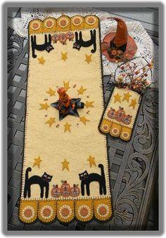 penny rugs, wool felt, craft, tabl runner, black cats