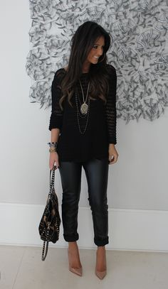Black top, dark jeans and neutral shoes.