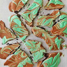 Thin Mint Bark candi, white chocolate, christmas candy, candy gifts, thin mints, candy canes, mint bark, candy recipes, christmas gifts