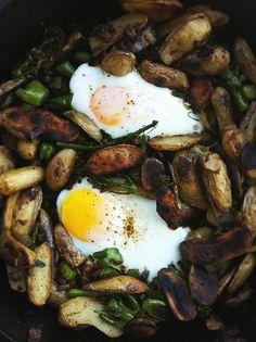 skillet hash: fingerlings, pancetta, onion, broccoli, egg, rosemary