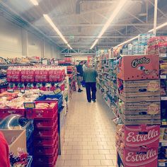 This is the Lithuanian discount supermarket #Maxima where #Estonians shop at to make ends meet. On anecdotal accounts better price/quality relationship than Estonian-founded-but-sold #Säästumarket. #urban #anthropology #economics