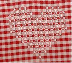coração bordado xadrez