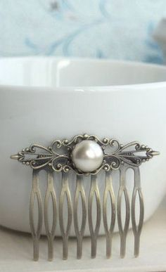 Wedding Hair Comb. Ivory Pearl Shabby Chic Vintage