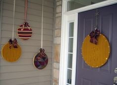 Embroidery hoops + fabric = Oversized ornaments