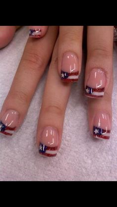 July 4th nails! Totally getting this for the holiday when I go to the beach! :-)