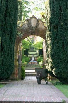secret gardens, arch, door ways, beauti garden, the secret garden, vegetables garden, backyard, gate, historic homes