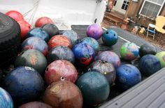 Glossy garden art using bowling balls  Kathleen Switzer's bowling ball bonanza...what would you do?