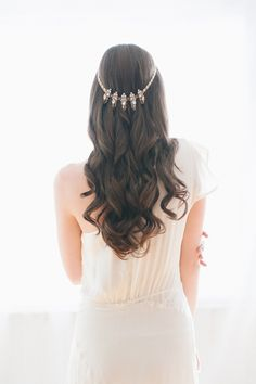 hair jewelry, photo by Blush Wedding Photography http://ruffledblog.com/modern-tropical-wedding-inspiration #weddinghair #bridal