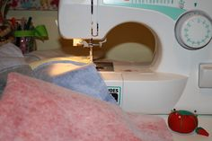 tshirt quilt tutorial, sew project, easy diy tshirt quilt, easy tshirt quilts, craft idea, diy t shirts, crafti idea, quilt tutorials, crafti diy