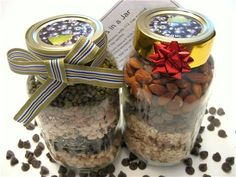 8 Homemade gifts in a jar! Yum!