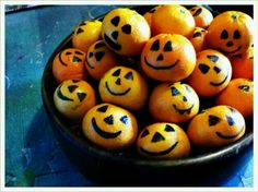 happy halloween! tangerines in disguise as pumpkins ;)