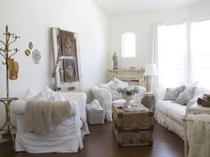 Shabby Chic Living Room With Trunk