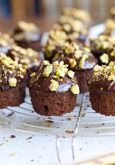gluten free chOcOlate pistachiO cakes