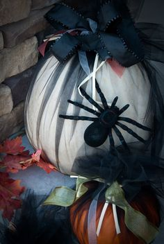 DIY HOLIDAY :Pumpkins wrapped in tulle and finished off with ribbons