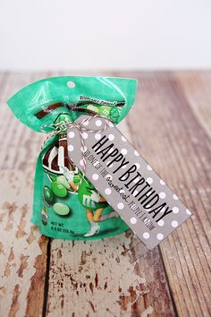 eighteen25 shares a simple birthday gift along with a download for tag! birthday tag, happy birthdays, birthday treats, gift ideas, sweet treats, craft idea, candy sayings, treat tag, birthday gifts