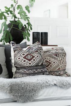 print pillow + fur throw #home #homedecor #interiordesign