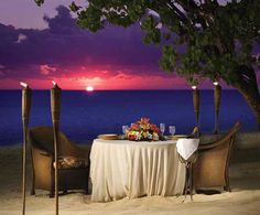 A romantic beach dinner!