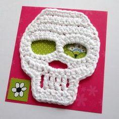 Crochet skulls. Free pattern. Very, very cute!