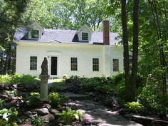 ANTIQUE CAPE HOUSE