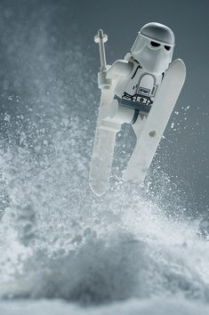 Star Wars Lego - Snow Trooper skiing and jumping