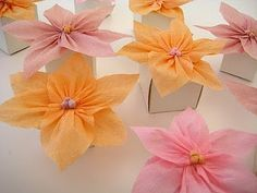 Como hacer flores de papel crepe ~ Portal de Manualidades