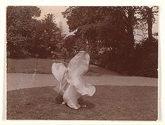 [Loie Fuller Dancing] by Beckett, ca. 1900- @ the Met