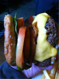 As bad as the quality of picture looks. I'd still eat that. Cheeseburgerz.