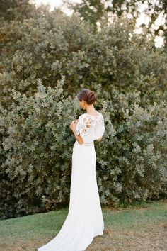 absolutely beautiful wedding dress + wedding bridal photo