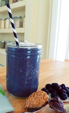 Coconut Blueberry Chia Smoothie #BestSmoothie #VegaSmoothie