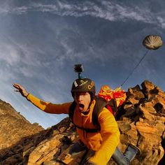 Frequent flyer: Matthias Giraud - Awesome base- jumping selfie!
