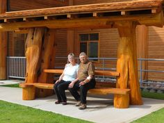 Many thanks to the Williams Lake Visitor Centre for sharing this photo of their beautiful new bench.