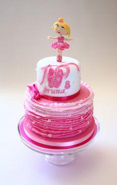 Pastel de bailarina rosa,muy rosa con olanes en color degradé.