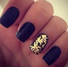 Beauty Inspiration | Black with Gold Accent Nail #paulmitchell #pmtslombard #nails #nailart #partynail #fancy