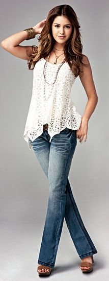 Sleeveless lace top and blue jeans cute summer outfits... Love!