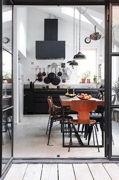 White walls, light floors, bkack frames + kitchen cabinets