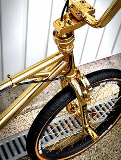 a #gold #bike: #WANT