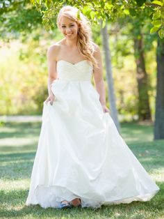 David's Bridal Galina Strapless Shantung Taffeta Sweetheart Ball Gown Style T3039 Size 4 Wedding Dress – OnceWed.com