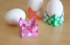 Easy origami egg holders | How About Orange - follow the link for a video tutorial