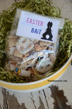 Bunny Bait with free printable and recipe | theidearoom.net