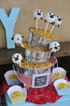 Sheep cake pops at a Farm Party #farm #party