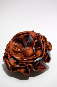 Necktie flower