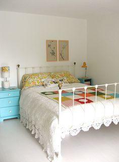 Cute vintage bedroom.