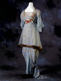 Evening dress, 1910  From the Missouri History Museum